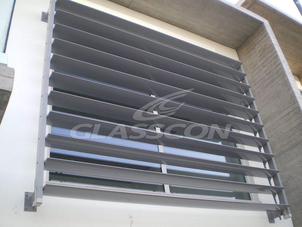 brise soleil with aluminum louvers residential glasscon gmbh architectural building skins. Black Bedroom Furniture Sets. Home Design Ideas