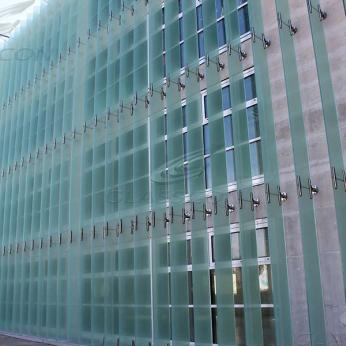 Building Façade & Fixed Vertical Glass Louvers